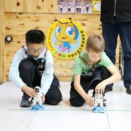 小蚂蚁行知俱乐部机器人大比拼