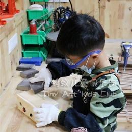 在小蚂蚁儿童俱乐部如何争取使用木工工具