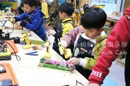 儿童教育艺术课程与运动发展