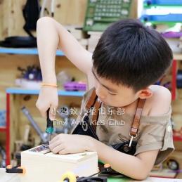 孩子在儿童俱乐部学做木作的意义