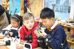 想要孩子少玩手机,家长就要自己做好榜样